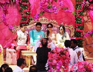 Milyon dolarlık düğün kına gecesiyle başladı