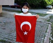Türk bayrağını yerde bırakmadı