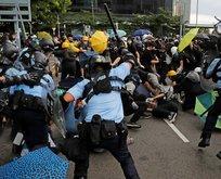 Göstericiler meclis binasını bastı!