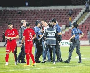 Balıkesir'de olay çıktı maç yarıda kaldı!