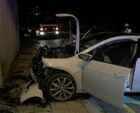 Kontrolden çıkan araç duvara çarptı! Şoför bayıldı