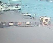 Eminönü'nde arabanın denize uçma anı kamerada