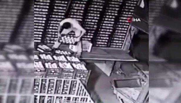 Ankara'da bir şahsın kilolarca şeftalinin altında kaldığı anlar kamerada