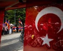 Türkiye'nin Washington Büyükelçiliği önünde protesto!