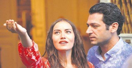 Fahriye Evcen ile Murat Yıldırım'ın başrolünde oynadığı Sonsuz Aşk filmi İspanya'da birinci oldu