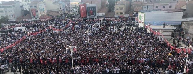 Sivas'ta mahşeri kalabalık! Binlerce insan cenazeye akın etti
