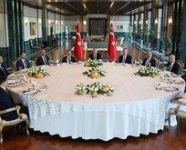 Erdoğan'dan YAŞ üyelerine yemek