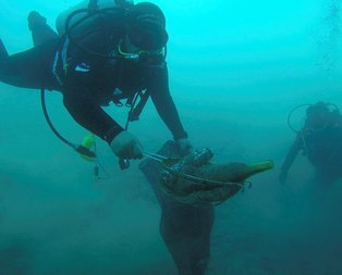 Bodrumda deniz dibi temizliği çalışmasından çıkanlar şok etti