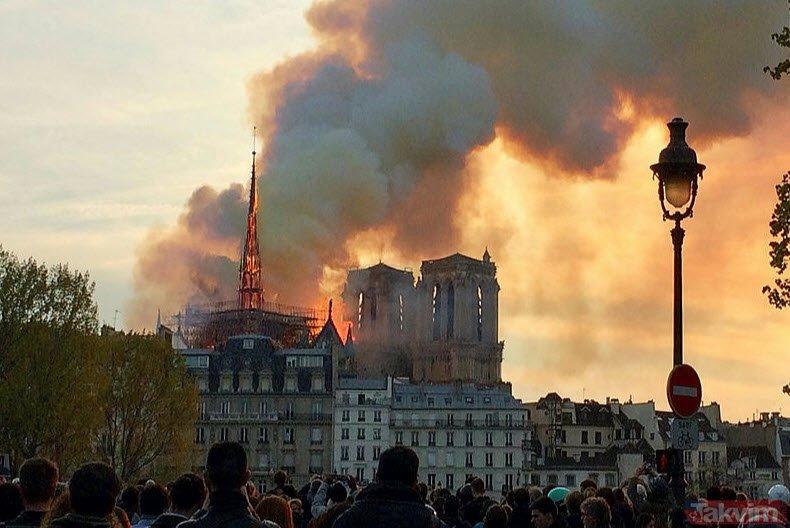 Notre Dame yangınını 500 yıl önce bildi! Ünlü kahin Nostradamus'un 2019 kehanetleri