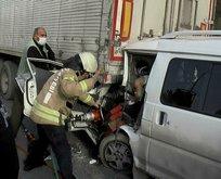 Esenyurt'ta trafiği kilitleyen kaza! Araç hurdaya döndü