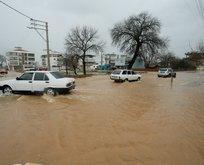 Akhisar'da su baskını nedeniyle tren seferleri durdu