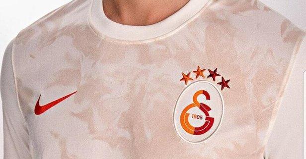 Galatasaray'da yeni forma tanıtıldı! Dikkat çeken detay