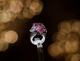 The Pink Legacy isimli elmas rekor fiyata satıldı