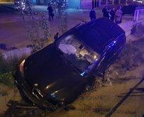 Korkunç kaza... Araç bariyerin üzerinde süreklenip...