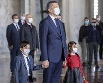 Bakan Selçuk çocuklarla birlikte Anıtkabir'de