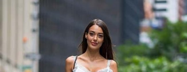 Victoria's Secret seçmelerine katılan Dilan Çiçek Deniz'in rakibi modeller