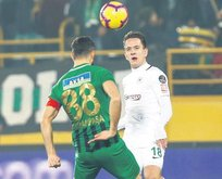 Akhisar-Konya maçında sevinen yok