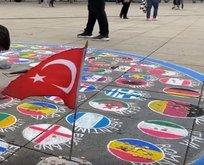 Türk bayrağını yere çizmedi!