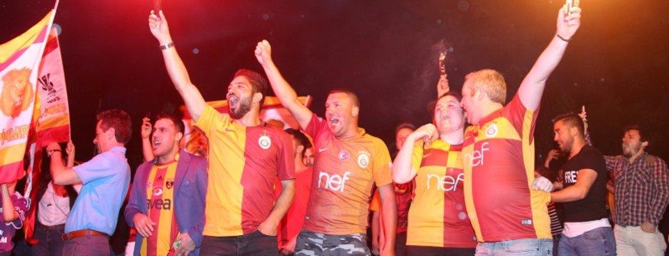 Galatasaray 21. kez Türkiyenin en büyüğü oldu. İşte yurt çapında  şampiyonluk kutlamaları