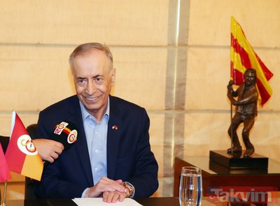 Galatasaray'da ipler kopma noktasında! İstifası istenen Galatasaray Başkanı Mustafa Cengiz olağanüstü toplantı çağrısı yaptı