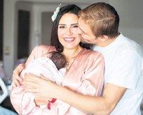 Mihran Ela'yla aile pozu