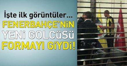 Son dakika! Islam Slimani Fenerbahçe formasını giydi!