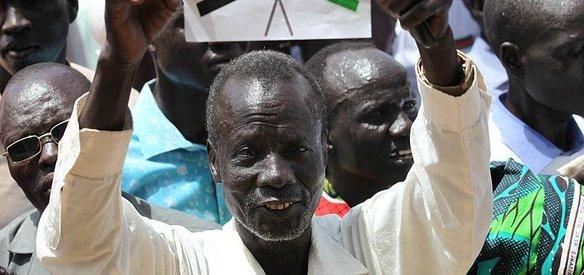 GÜNEY SUDAN'DA YILLARDIR SÜREN İÇ SAVAŞ SONA ERDİ