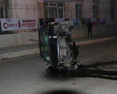 İstanbul'da akılalmaz kaza! Kaldırıma çarpan araç...