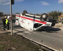 Ambulansla hafif ticari araç çarpıştı: 4 yaralı