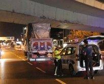 Şişli'de kamyon köprünün altında sıkıştı