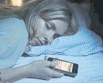 Telefonu yataktan atın!