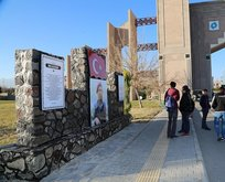 Üniversitede Ömer Halisdemir anıtı