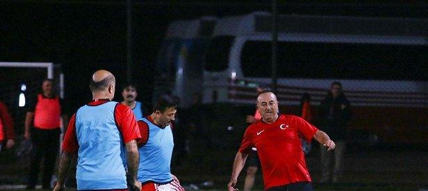 AK Parti Kızılcahamam Kampı'nda 'halı saha' maçı | Bakanlar yeşil sahaya indi