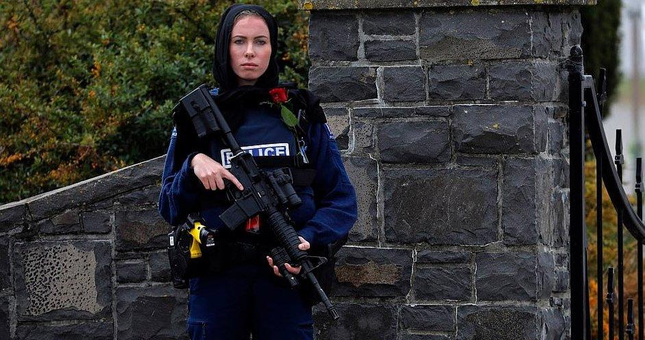 Yeni Zelandalı kadın polis İngiliz medyasına röportaj verdi