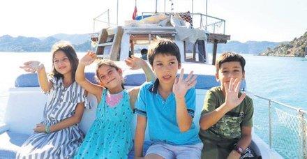 Antalya'da öğrencilerin turistleri bile kıskandıran taşımalı eğitimi... Tekneyle okula gidiyorlar