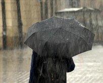 Hatay'da 2 okulda eğitime yağmur engeli