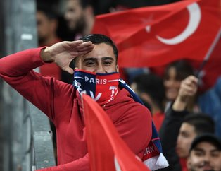Stade de France kırmızı beyaz! Fransa-Türkiye maçından kareler