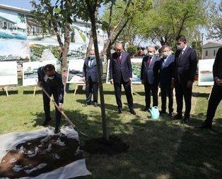 Başkan Erdoğan'dan millet bahçesi açılışı öncesinde samimi kareler! Diktiği ağaca can suyunu elleriyle verdi