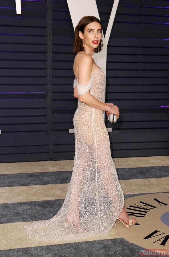 Kendall Jenner, Akademi Ödülleri'nden sonra katıldığı Vanity Fair partisinde dekoltesiyle konuşuldu!