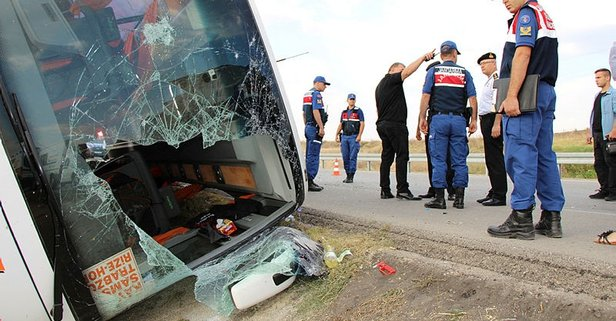 Amasya'da feci kaza! Yolcu otobüsü devrildi