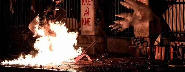 Yunanistanda halk ABD Büyükelçiliğine yürüdü