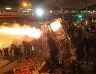 Çin Hong Kong'da protestolar devam ediyor! Sokaklar savaş alanına döndü