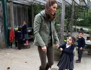 Kate Middletondan okul ziyareti! Küçük kızın sorusuna verdiği cevap çok konuşulacak