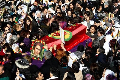 Pariste öldürülen PKKlılar Diyarbakırda toprağa veriliyor