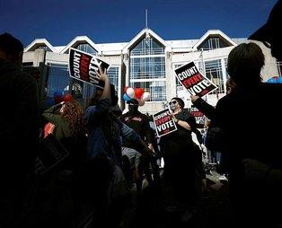 ABD'de ortalık karıştı! Philadelphia'da Trump ve Biden destekçileri karşı karşıya geldi