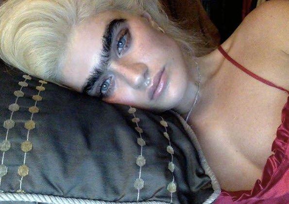 Ünlü model Sophia Hadjipanteli'nin kaşları hayrete düşürüyor