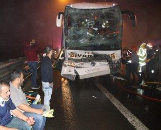 Son dakika... Bolu'da TEM Otoyolu'nda yolcu otobüsü TIR'a çarptı! Çok sayıda yaralı var