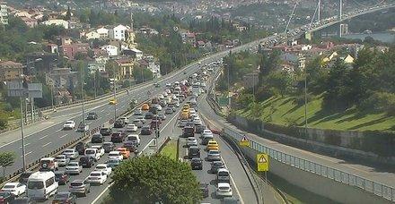 İstanbul'da köprü trafiğini kilitleyen kaza!