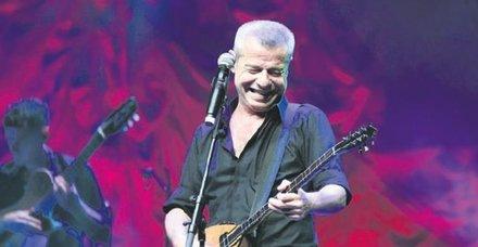 Levent Yüksel'den Harbiye'de muhteşem konser