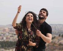 Ebru Şahin ile Akın Akınözü kamera arkasında...